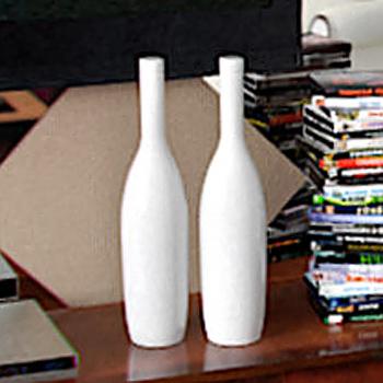 Изображение бесплатной 3d Белые бутылки модели.