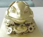 Decorations - gold toad statue